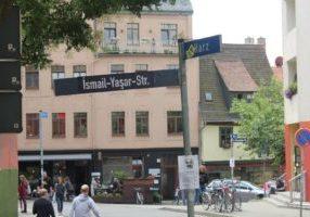 Schilder-Umbenennung Yasar